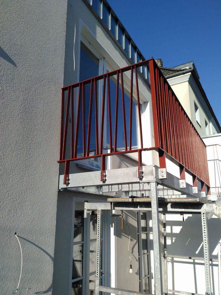 Terrasse mit pulverbeschichetem Geländer