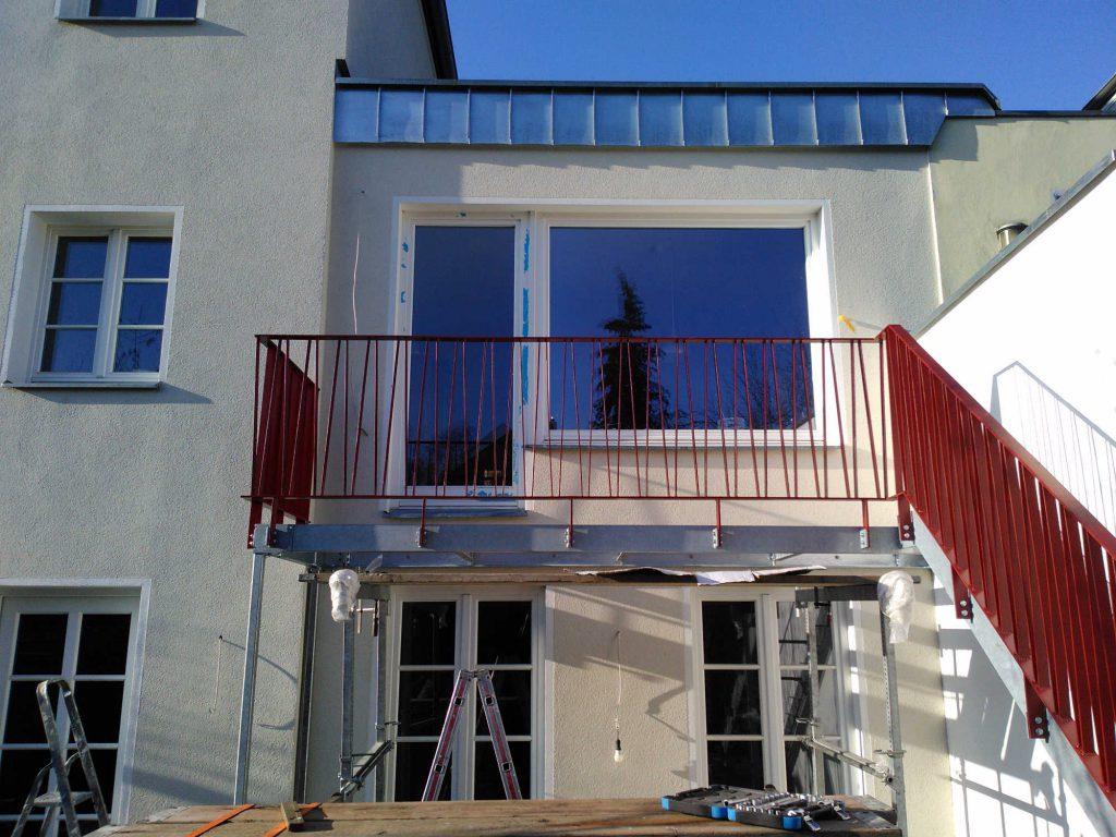 Terrasse mit Treppe 1. OG